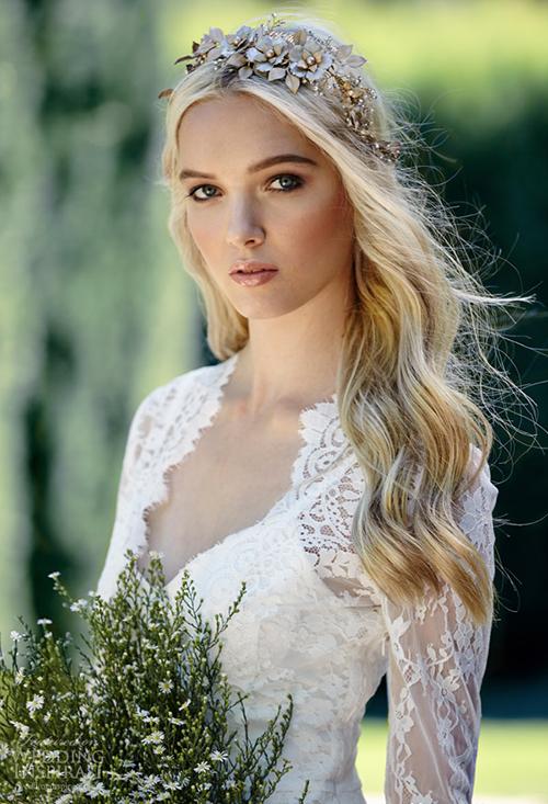 Váy cưới thanh lịch pha nét gợi cảm táo bạo