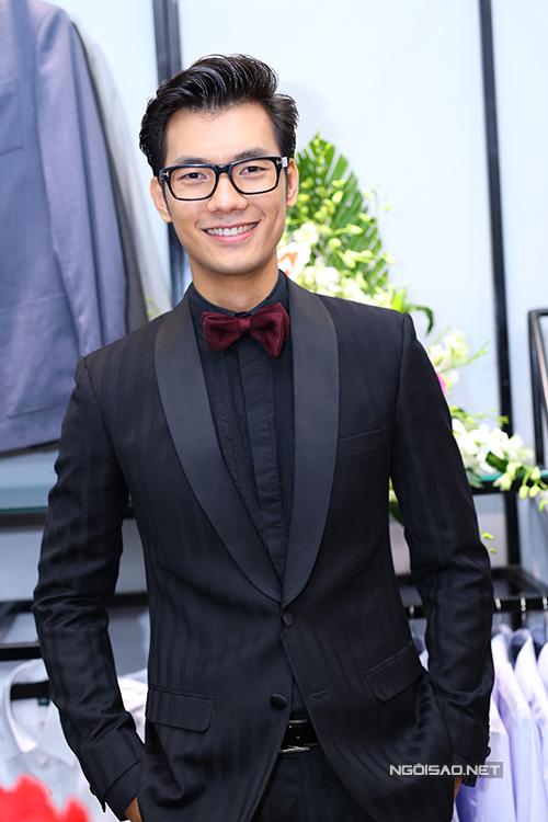 Nhan Phúc Vinh cũng là một trong những khách hàng thân thiết của thương hiệu thời trang do Trần Mĩnh Dung xây dựng.