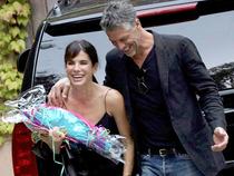 Sandra Bullock lại thổn thức vì yêu ở tuổi 51