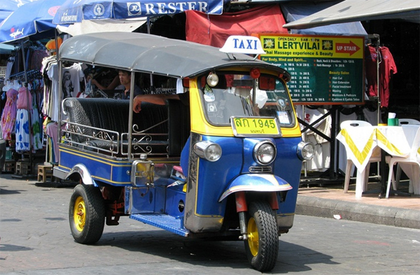 nghe-thuat-di-xe-tuk-tuk-o-bangkok