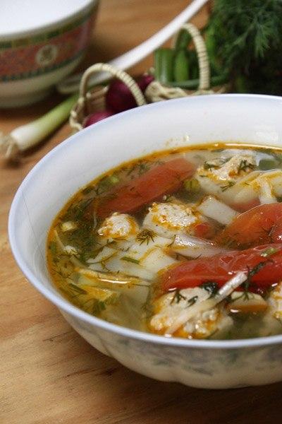 Măng chua hay dùng để nấu với cá nhưng thỉnh thoảng, bạn có thể đổi vị nấu với giò sống (mọc).