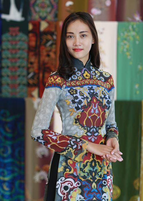 pham-huong-thu-ao-dai-cho-show-thoi-trang-7