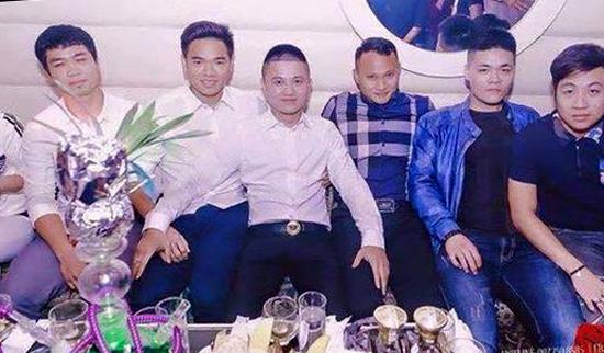 cong-vinh-cong-phuong-di-bar-sau-tran-thua-thai-lan-2
