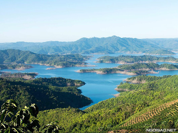 Vẻ đẹp của hồ Tà Đùng nhìn từ trên cao. Ảnh: Baodaknong