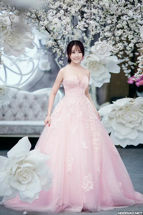 Váy cưới công chúa lộng lẫy sexy cho cô dâu Việt