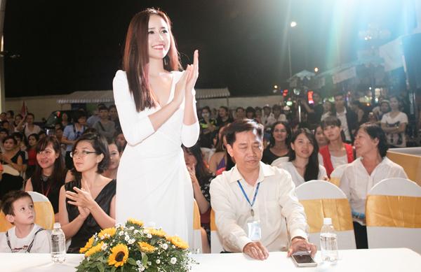 mai-phuong-thuy-5-8366-1445173770.jpg