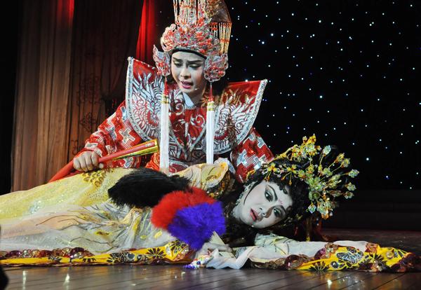 cai-luong-phuong-nam-nuc-long-khan-gia-ha-noi-9
