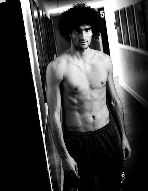 Tình cũ tiết lộ Fellaini cạo sạch lông trên cơ thể.