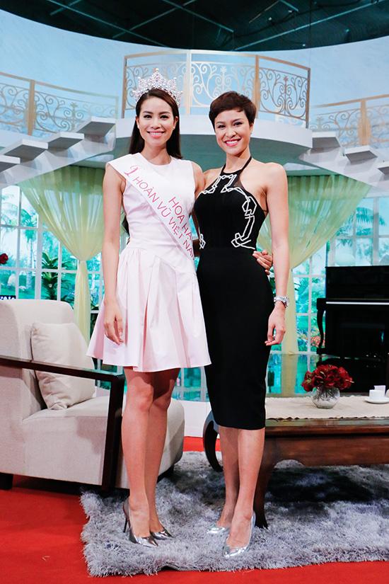 [CaptionTrưa ngày 23/10, Hoa hậu Hoàn vũ Việt Nam 2015 Phạm Hương đã có buổi trò chuyện trong chương trình Vui sống mỗi ngày phát trên kênh VTV3 cùng MC Phương Mai,