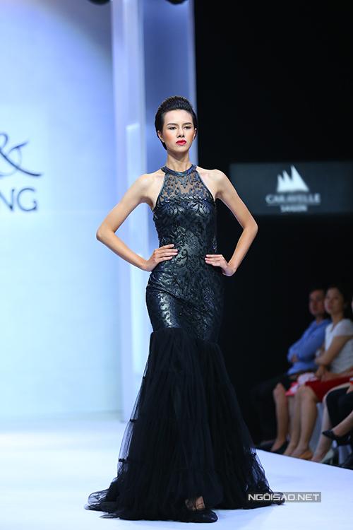diem-huong-lam-nu-hoang-tren-san-catwalk-8