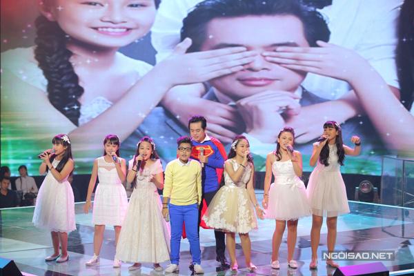 Những đứa con cưng của Dương Khắc Linh cùng hội tụ trong We are the world.