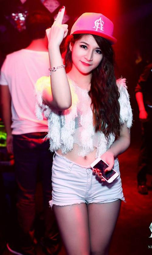 3-hot-girl-dinh-dam-mot-thoi-lot-xac-nho-dao-keo-1