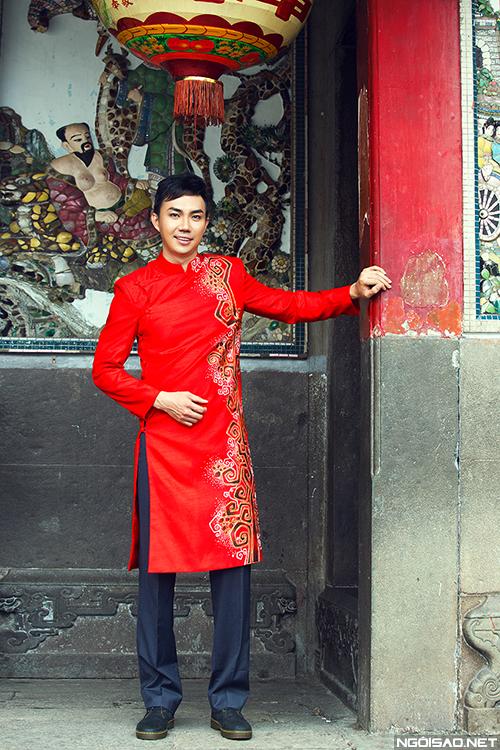 Áo dài cưới cho tân lang mang sắc đỏ rực rỡ