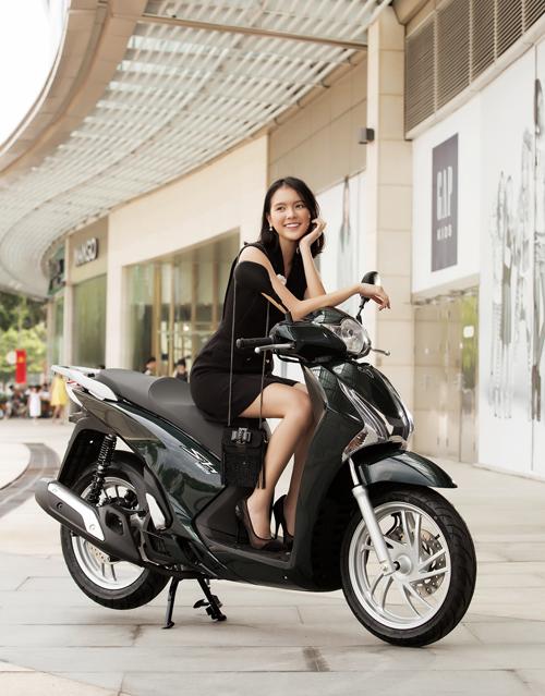 SH 125i/150i được chính thức giới thiệu ra thị trường vào ngày 14/9/2015 thông qua hệ thống Cửa hàng Bán xe và Dịch vụ do Honda Ủy nhiệm (HEAD) trên toàn quốc