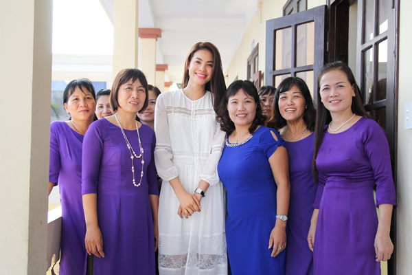 pham-huong-nghen-ngao-khi-tham-truong-cu-8