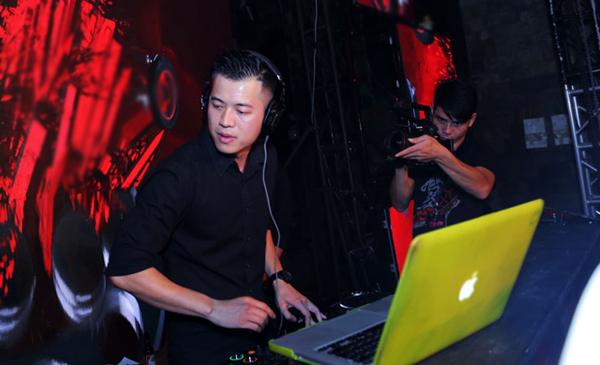 DJ-Huy-DX-9211-1446354117.jpg