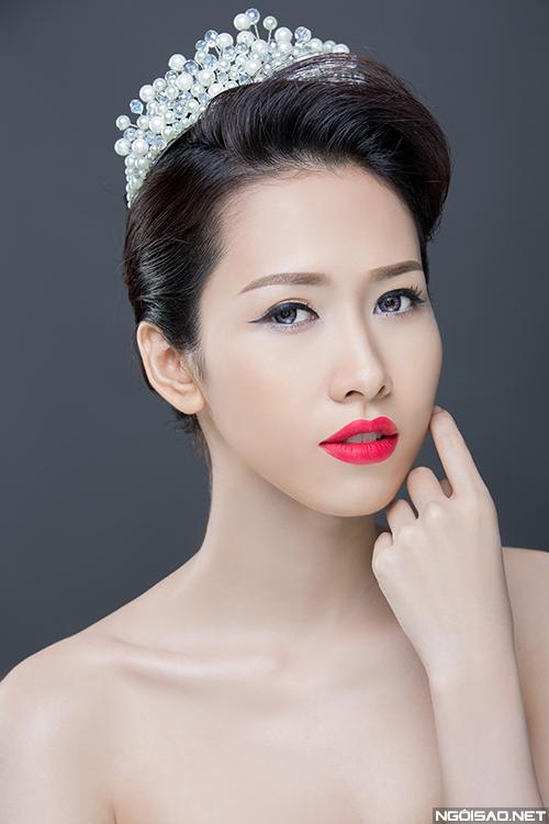 Phan Thu Quyên xinh đẹp khi trang điểm làm cô dâu