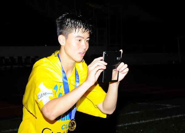 hot-boy-duy-manh-duoc-fan-nu-san-don-6