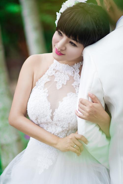 Thúy Nga gây tò mò khi chụp ảnh cưới
