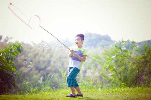 Con trai của bố Khắc Sơn chào đời chỉ nặng 2,5kg, nhưng hiện tại bé lên 6 đã đạt chuẩn chiều cao và cân nặng của trẻ 8 tuổi.