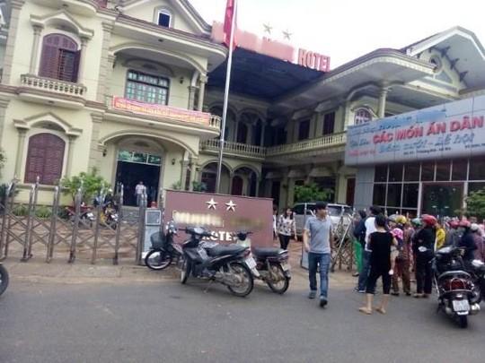 Khánh sạn 2 sao nơi phát hiện vợ chồng anh Q. thương vong trong phòng