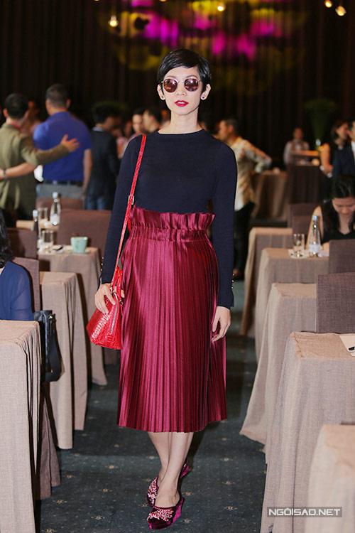 Trang phục xấu của showbiz Việt tuần qua(T1-T10)