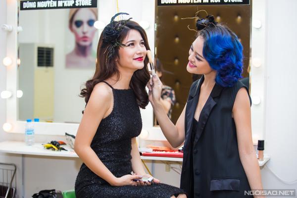 hau-truong-make-up-vui-ve-cua-bo-tu-10a8-4