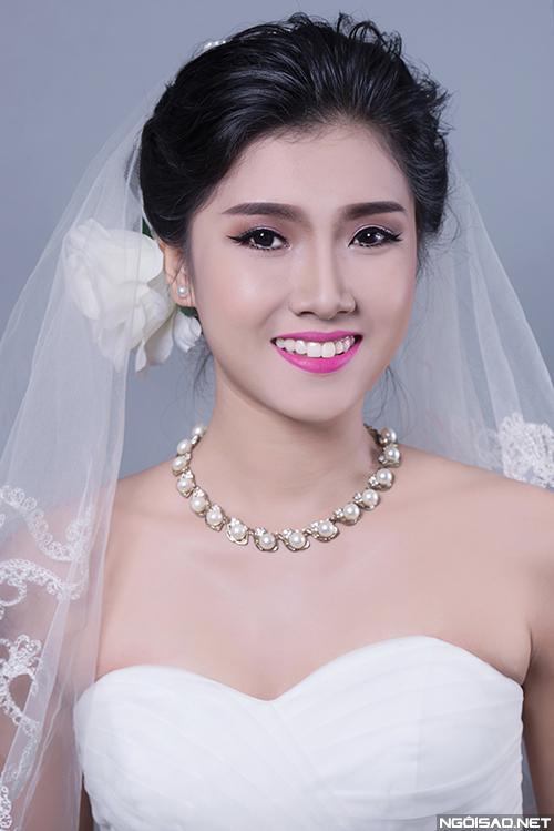 Makeup `biến hóa` mắt đẹp cho cô dâu mắt một mí