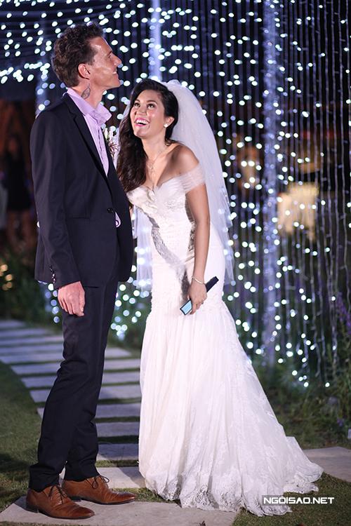 Hồ Bích Ngọc tự tay chuẩn bị đám cưới riêng tư