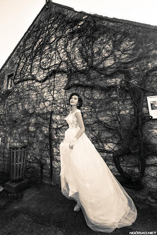 Á hậu Huyền My đẹp sexy với váy cưới ở London