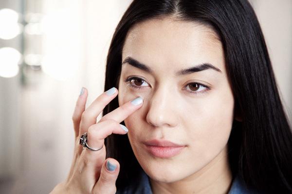 Xóa mỡ bọng mắt giúp trẻ lại nhiều tuổi