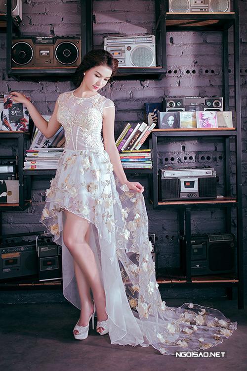 Hot girl Diễm Trinh làm công chúa với váy cưới cầu kỳ