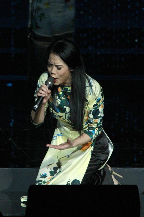 thu-phuong-quy-goi-hat-khi-bi-nga-tren-san-khau-2
