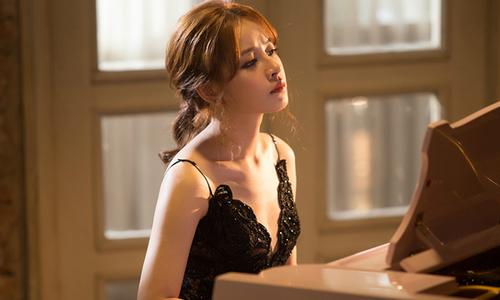 Chi Pu khoe vẻ đẹp buồn trong MV