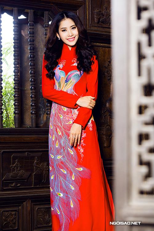 Hoa khôi Nam Em rực rỡ diện áo dài cưới