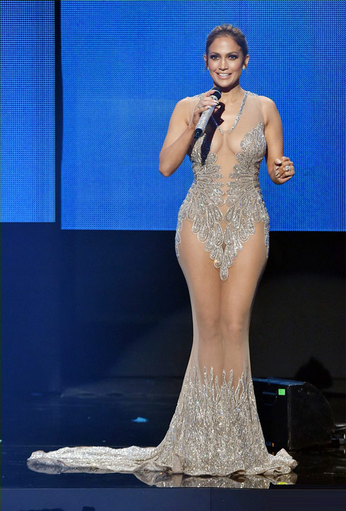 10 bộ đồ khoe da thịt hết cỡ của Jennifer Lopez