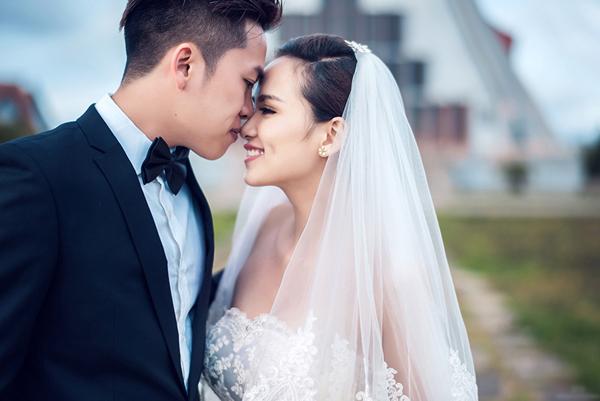 diem-huong-tham-thiet-hon-chong-trong-anh-cuoi-9