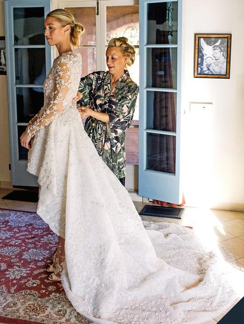 Mỹ nhân Hollywood khoe chân thon với váy cưới