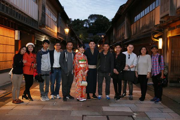 co-gai-nhat-giup-noo-phuoc-thinh-mac-ao-kimono-11