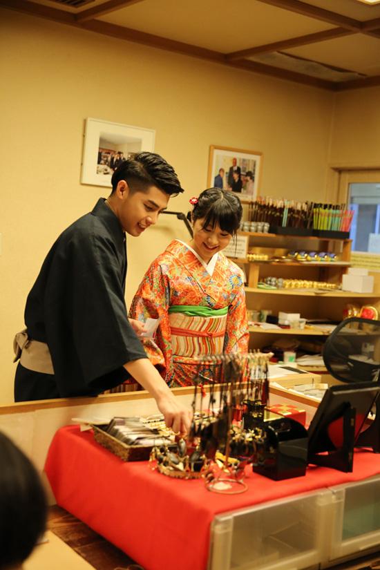 co-gai-nhat-giup-noo-phuoc-thinh-mac-ao-kimono-6