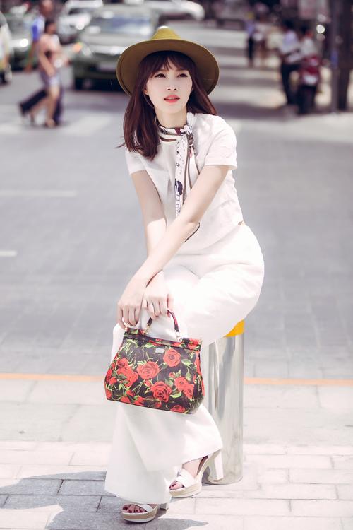 street-style-thanh-lich-cua-3-hoa-hau-viet-1