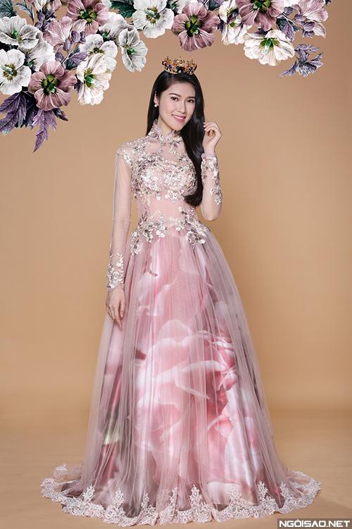 Siêu mẫu Thu Hằng xinh đẹp với váy cưới hoa