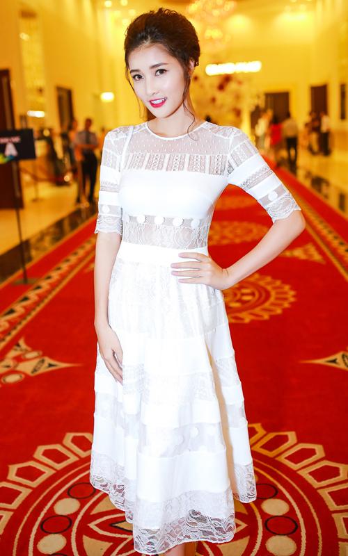 Triệu Thị Hà diện váy cưới tinh xảo làm cô dâu