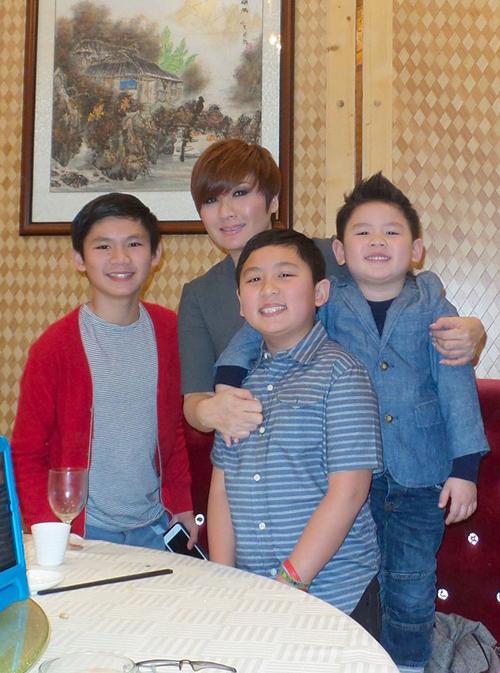 Vợ cũ của Bằng Kiều tiết lộ đưa cả ba nhóc tỳ đến chung vui.