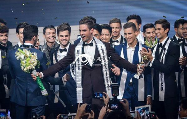 Chàng trai Thụy Sĩ đoạt ngôi Nam vương quốc tế 2015