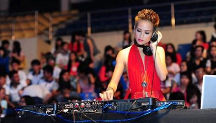 Nguyễn Thị Hồng Ngọc (DJ Rubie) từ bỏ làm người mẫu để theo nghề DJ.