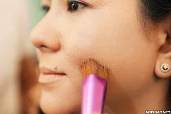 makeup-khac-phuc-da-xau-cho-co-dau-tren-40-tuoi-2