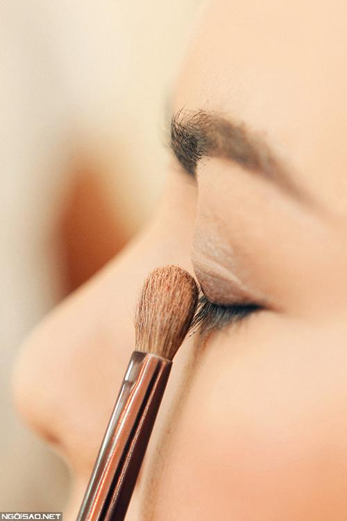 makeup-khac-phuc-da-xau-cho-co-dau-tren-40-tuoi-4