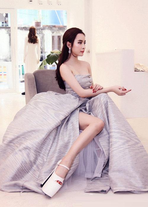 2-angela-phuong-trinh-giay-sie-5334-3874