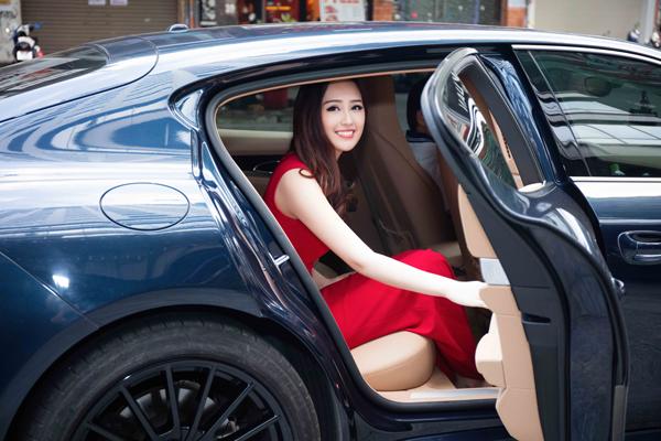 mai-phuong-thuy-ngoi-xe-hop-di-su-kien-1